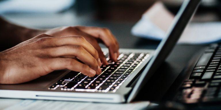 Les logiciels d'automatisation de la rédaction juridique s'appuient notamment sur l'utilisation de modèles, enrichis par l'utilisateur.