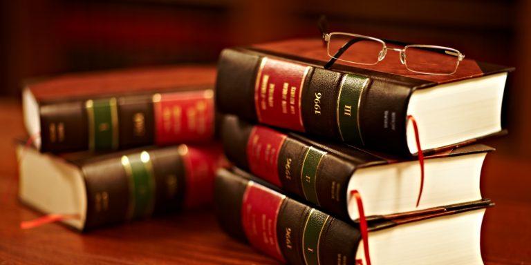 """Le clausier juridique peut prendre la forme d'un dossier """"classique"""", mais aussi être numérisé."""