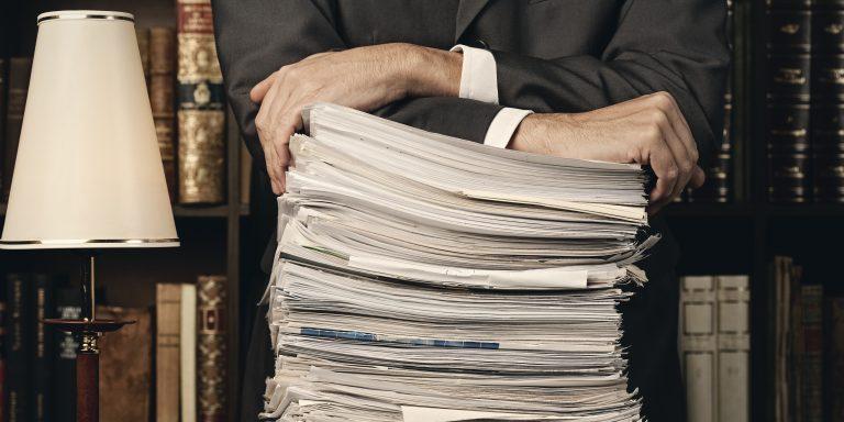 Optimiser la production juridique réduit aussi le volume de papiers utilisés dans le cabinet d'avocats.